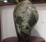 像鬼脸谱一样的石头,又像外星人